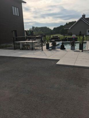 photo-piscine-contour-2020-2_les-paves-decors